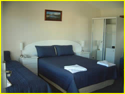 Springsure motels-the overlander blue room